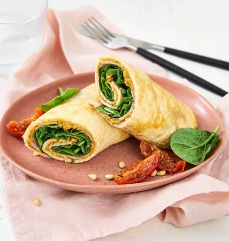 Omeletwrap met ham, spinazie en pesto