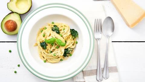 Avocadopasta met spinazie en erwtjes
