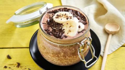 Overnight oats met chocolade en banaan
