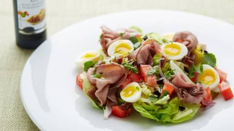 Salade van rosbief met kwarteleitjes en dadels
