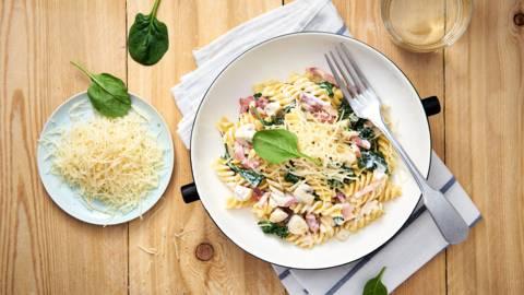 Romige pasta met spinazie en spek