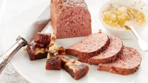 Wildpaté met gekonfijte ui en dadelbrood