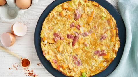 Tortilla van zoete aardappel, prei en serranoham