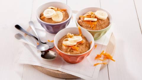 Mug cake met wortelen en noten