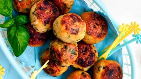 Aubergine-kippenballetjes met ketchupsaus