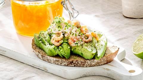 Toast avocado met grijze garnaaltjes