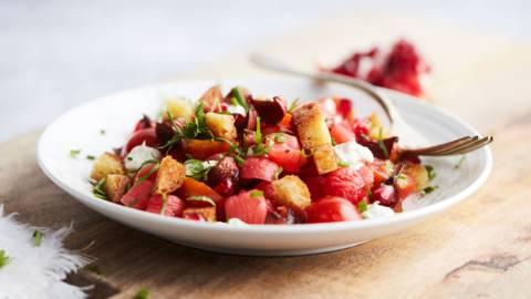 Gepekelde radijzen met granaatappel en mascarpone