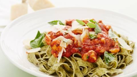 Pasta met zeevruchten en tomatensaus