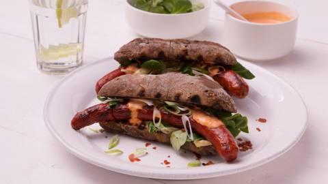Hotdog deluxe met paprikamayonaise