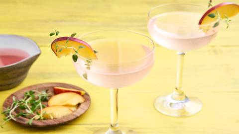 Gin Fizz met tijm en perzik