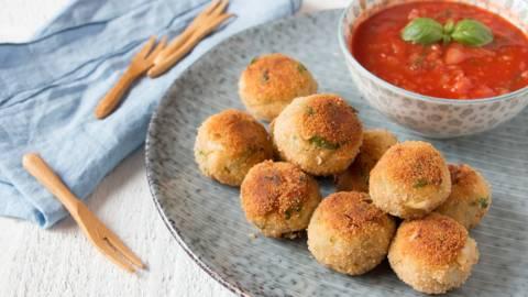 Kabeljauwballetjes met tomatensaus