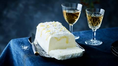 Witte semifreddo met meringue