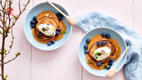Pannenkoekenbowl met bosbessen, mascarpone en chocolade