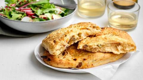 Fougasse met olijven en kaas