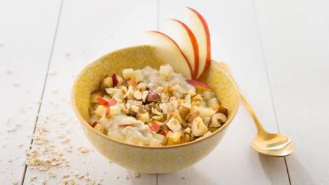 Warme havermout met appel en gemengde noten