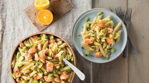 Snelle pasta met zalm en avocado