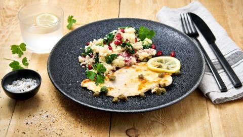 Kip piccata en spinazie-couscous met granaatappel