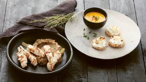 Snelle hapjes: toast met appel, wortelsoepje & kippenspiesjes