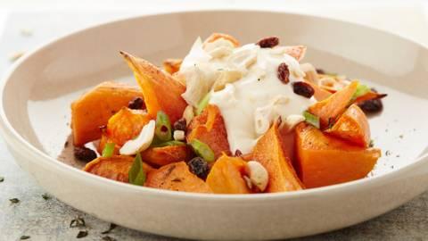 Zoete aardappelen met rozijnen en cashewnoten