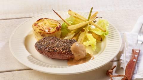 Pepersteak met aardappelgratin en pepersaus