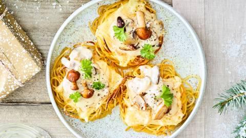 Gevulde spaghettinestjes met raclette en deluxe paddenstoelen