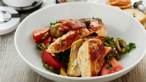 Salade van parelhoen met tomatensalsa