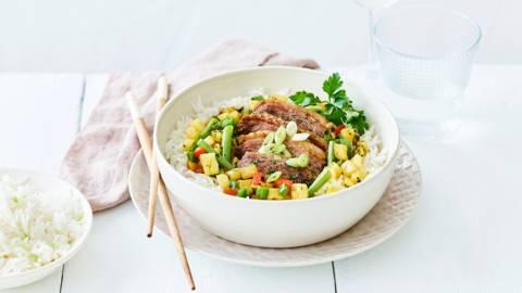 Gewokte eendenfilet met ananas en rijst