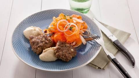 Fricandon, hummus en wortelsalade