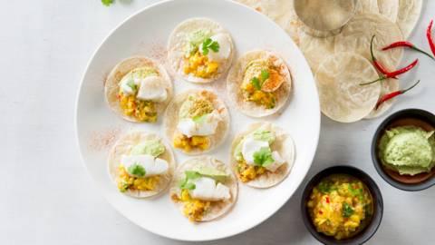 Taco's met kabeljauw, mangosalsa en guacamole