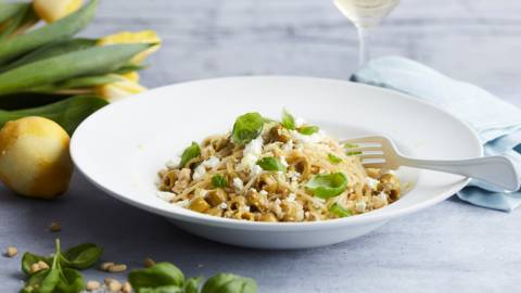 Spaghetti met artisjok, olijven en feta