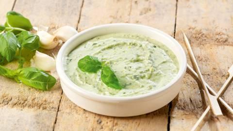 Yoghurtmarinade met basilicum voor gevogelte