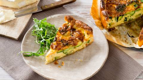 Quiche met broccoli, courgette en brie
