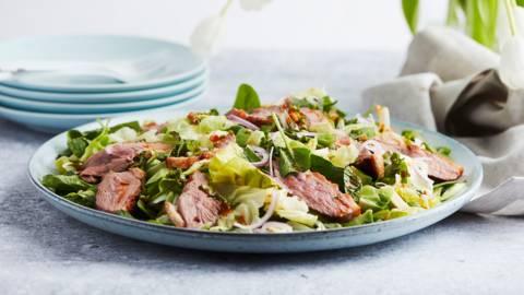 Groene salade met eend