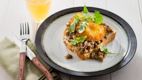 Krokante vleeskroketten op toast champignon