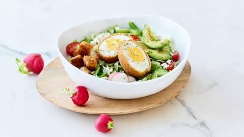 Lentesla met eieren, walnotenolie en feta