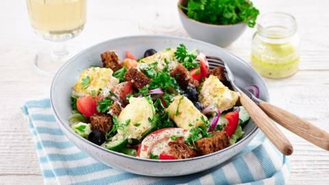 Griekse salade met krokant gebakken feta
