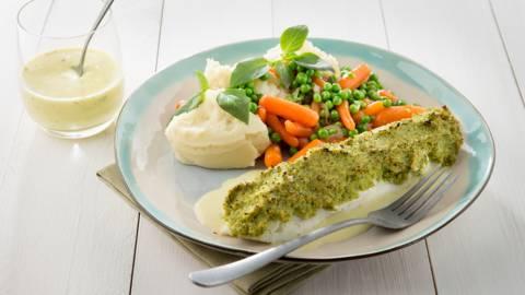 Pladijsfilet met een korstje, puree, erwten en wortelen