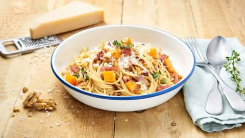 Spaghetti met butternut, walnoten en spek