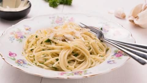Spaghetti met citroen, look en peterselie