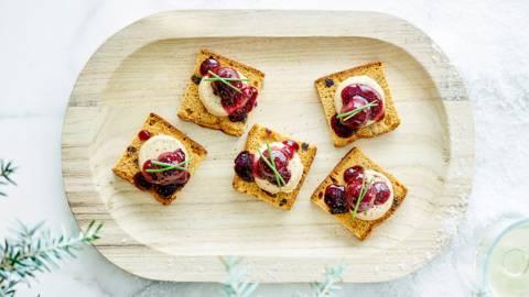 Peperkoektoastjes met foie gras & krieken