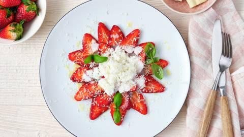 Carpaccio van aardbeien en witte chocolade