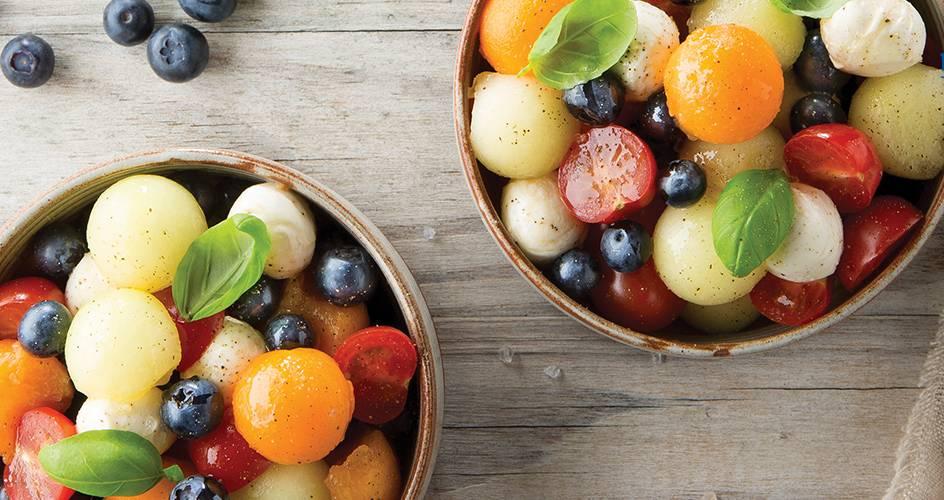 Meloensalade met mozzarella en blauwe bessen