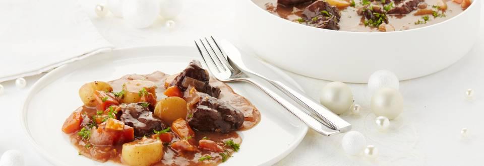 Everzwijnragout met zoete aardappelen en krieltjes