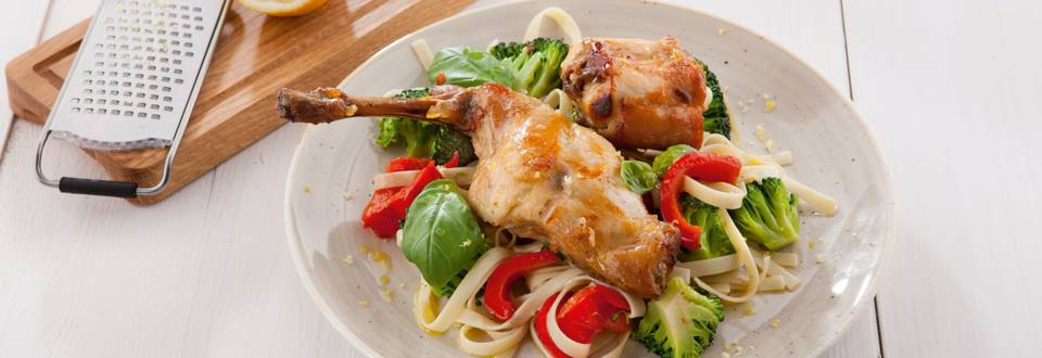 Lauwe salade van konijn en tagliatelle
