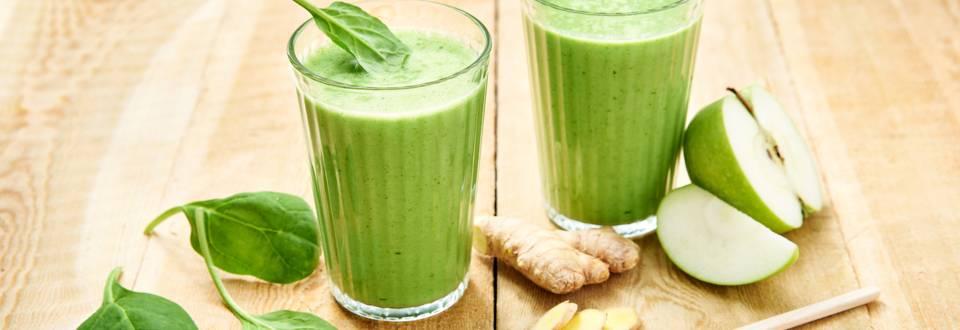 Smoothie van spinazie, banaan en kokoswater