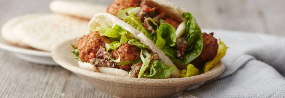 Pita met vegetarische balletjes en salsa