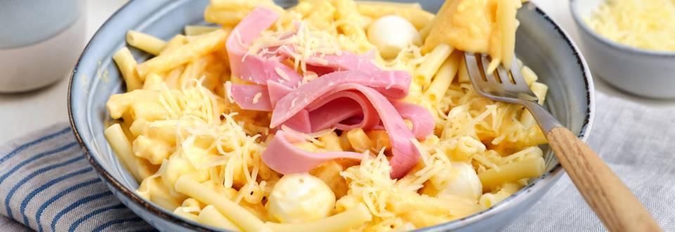 Macaroni met ham en pompoen-pastinaaksaus