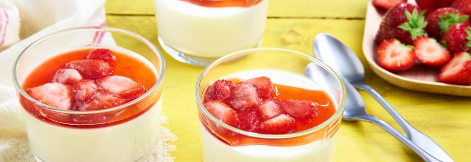 Yoghurt panna cotta met aardbeien
