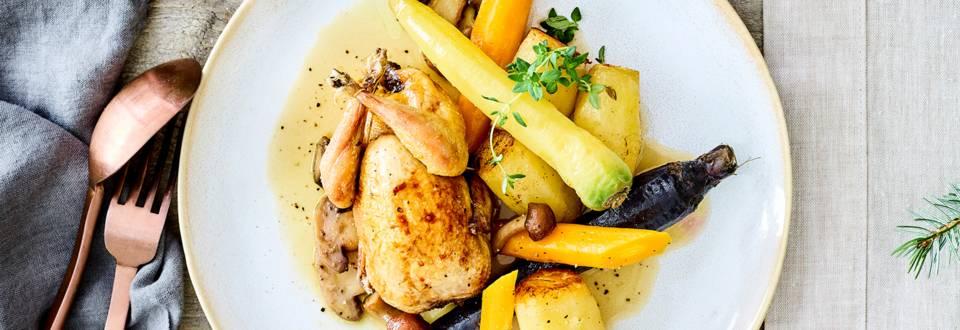 Kwartel uit de oven met paddenstoelen, pommes fondantes, winterwortelen en een jus van gevogeltefond