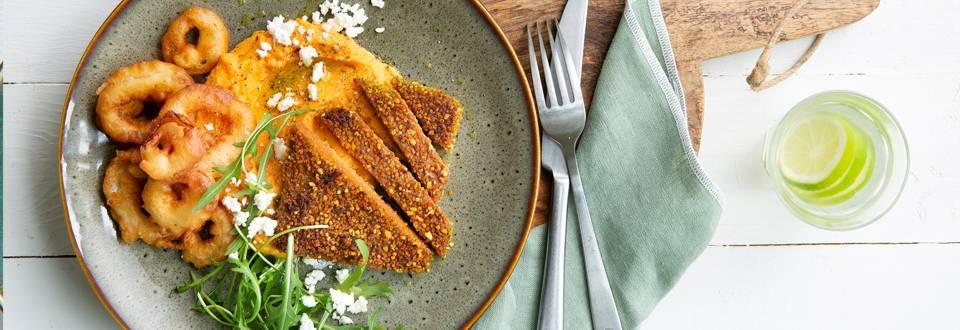 Quinoaburger met zoete aardappelpuree & krokante uiringen